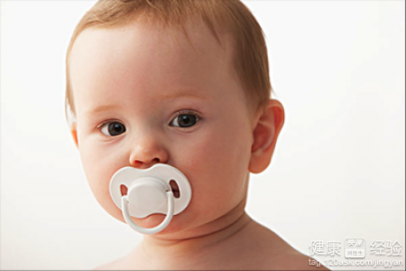 关於龋齿 >> 宝宝奶瓶龋齿怎麼办   只要宝宝年龄比较小,如果在喝奶的